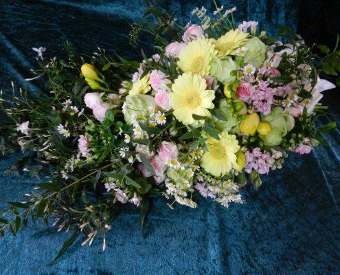 wedding bouquet flowers - Shower hand tie