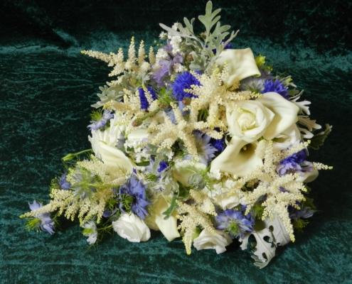 wedding bouquet flowers - Cascading