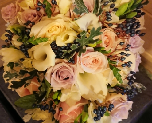 wedding bouquet flowers - Trailing posy