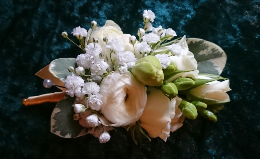 Ranuncula rose freesia corsage